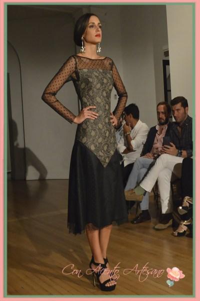 Vestido de plumeti y punto brocado de encaje de Alegna