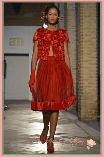Conjunto de doble falda y chaqueta manga corta en rojo bermellon de Alejandro Postigo en Andalucia de Moda 2015