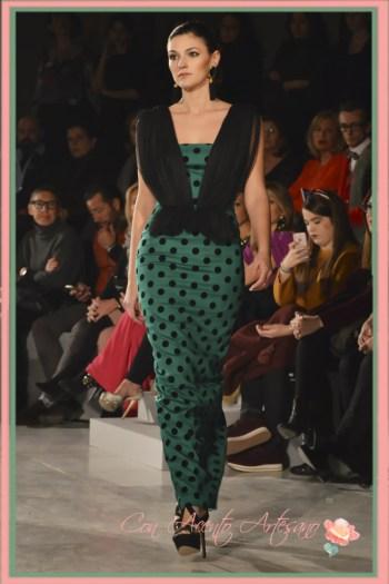 Vestido de fiesta verde con lunares negros de LaPaca Costura