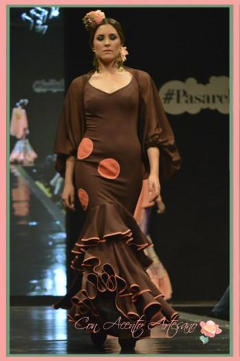 Traje de flamenca marrón chocolate con bolero de Ángeles Verano