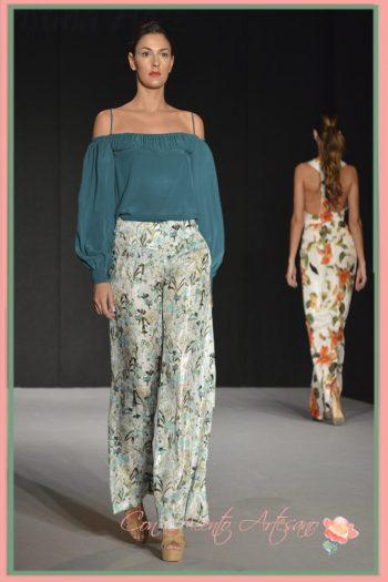 Dos piezas pantalón estampado en tonos verdes de MCH - María Cristina Hernández