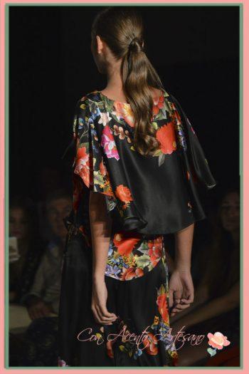Capa vista por detrás en un de los diseños de MCH - María Cristina Hernández