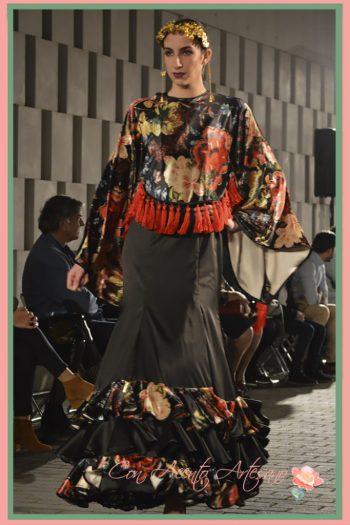 Traje de flamenca de dos piezas con kimono cerrado y falda evasé con volantes de Aurora Ruíz en Wappissima 2017