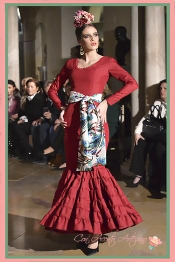 Traje de flamenca canastero en rojo de vuelo canastero de Alba Calerón