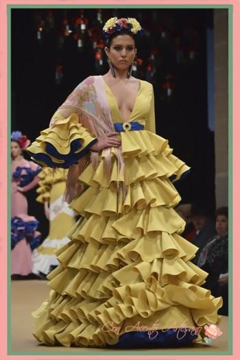Traje de flamenca amarillo con volantes desde la cintura de Amalia Vergara en Pasarela Flamenca Jerez 2018