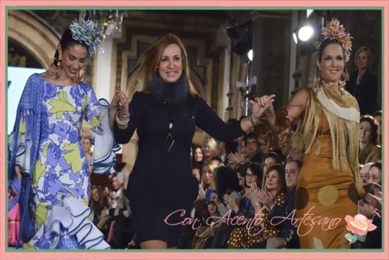 Ángeles Verano acompañada de Noelia Margotón y Alejandra Nolting tras el carrusel del desfile de su colección 'A mi manera' en We Love Flamenco 2018