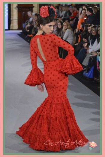 Uno de los Trajes de flamenca canasteros en rojo de Carmen Acedo para este 2018