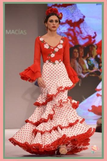 Traje de flamenca rojo de lunares con volantes de Manuela Macías en Pasarela Doñana D´Flamenca 2018