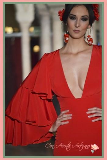 Mangas con volantes de capa de traje de flamenca rojo de Manuela Martínez