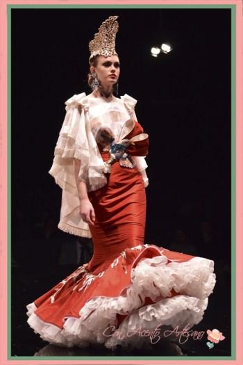 Traje de flamenca dos piezas en blanco y rojo de Francisco Tamaral en SIMOF