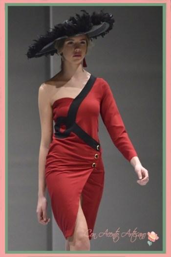 Vestido rojo de silueta lápiz de Ángeles Gálvez en Code41 Trending