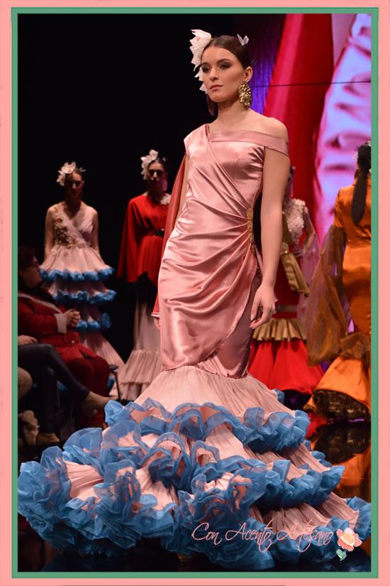 Traje de flamenca en color nude de Manuel Amador en SIMOF2018
