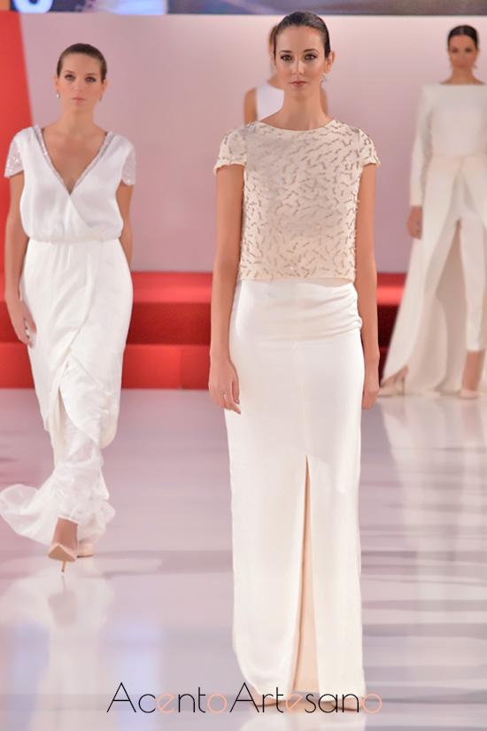 Vestido de novia de dos piezas en manga corta y con abertura delantera la falda de Belyca