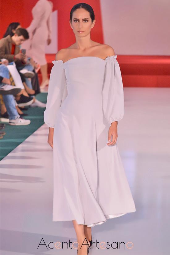 Vestido de vuelo de capa estilo ladylike de Manuela Martínez