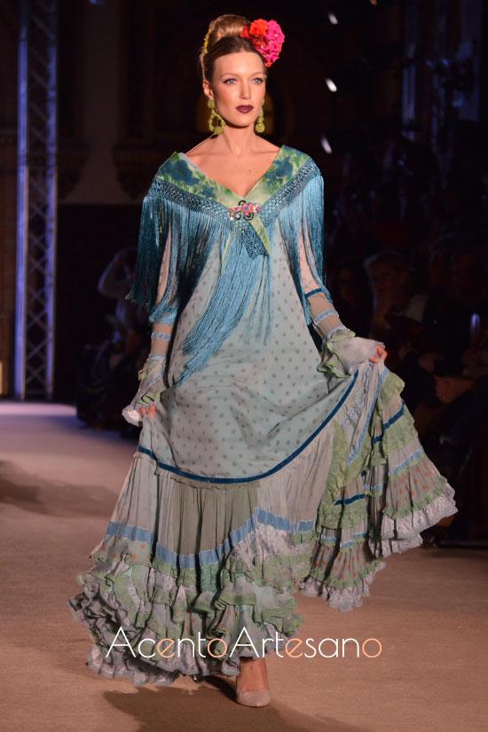 Traje de flamenca verde con lunares de Ángela y Adela