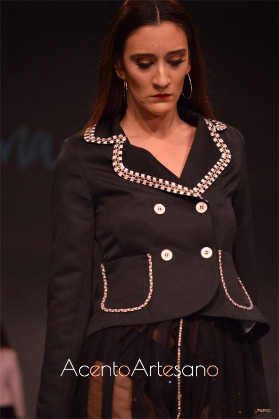 Chaqueta negra de doble botonadura de Eva Valderrama