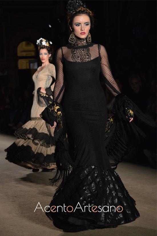 Traje de flamenca negro de estilo victoriano de Lola Azahares