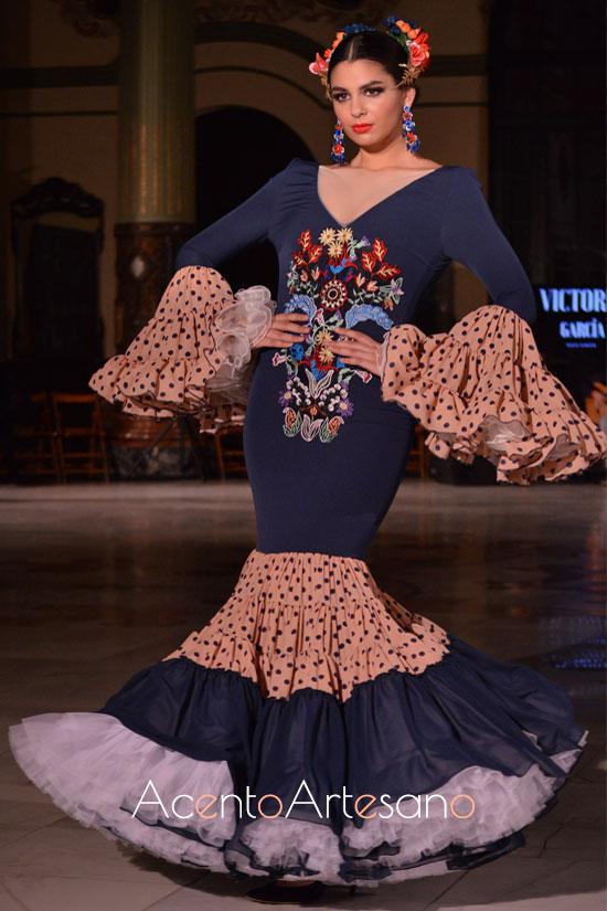 Traje de flamenca bordado y canastero de Victoria García para la Romería de la Virgen de la Cabeza