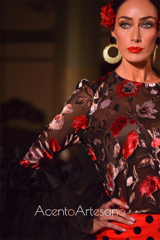 Terciopelo devoré para traje de flamenca pantalón de Victoria García para la Romería de la Virgen de la Cabeza