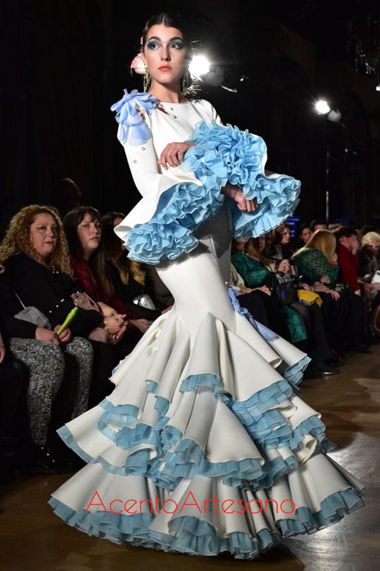 Traje de flamenca blanco de Vidal Carballo