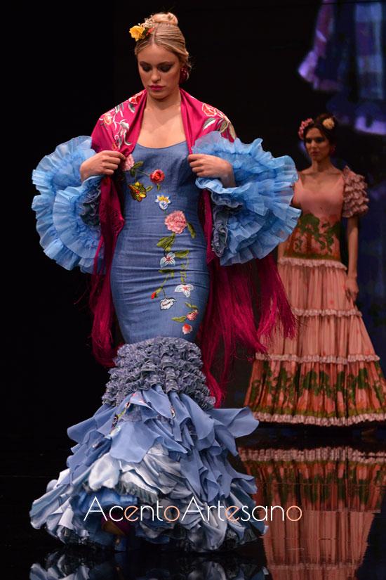 Traje de flamenca de seda en tono azulina de Atelier Rima