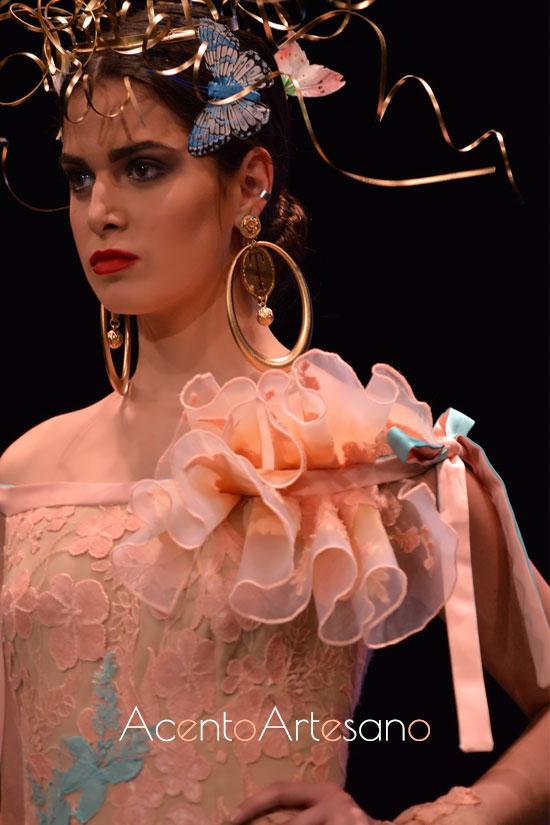 Detalle de volantes vertical de Francisco Tamaral en un de sus trajes de flamenca de talle de encajes
