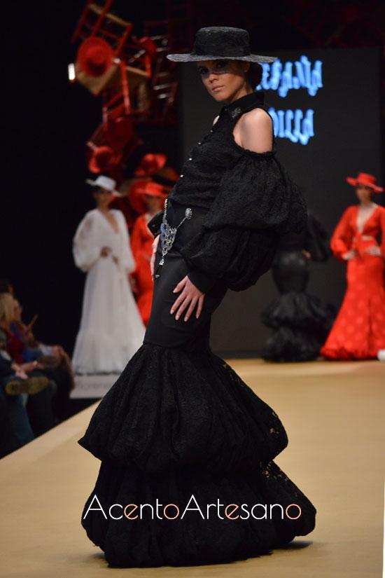 Traje de flamenca negro de volantes abullonados de Estefanía Padilla