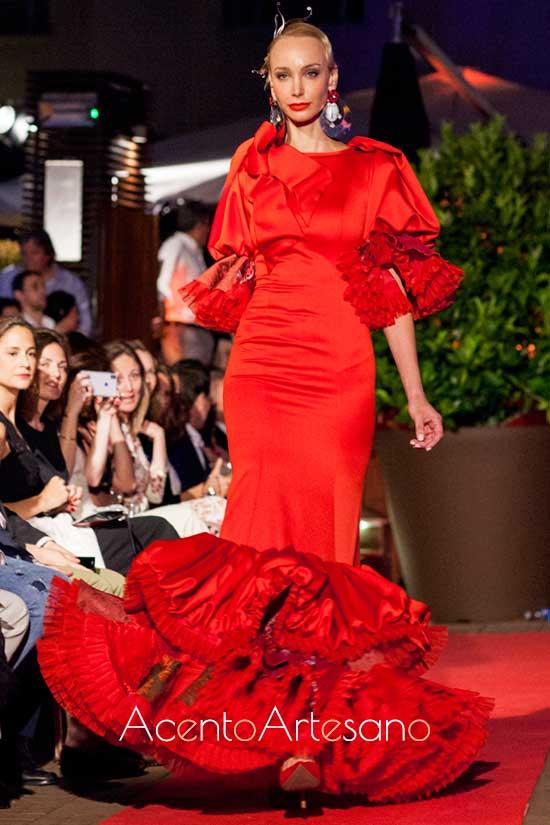 Traje de flamenca rojo de Francisco Tamaral en la presentación de SIMOF Madrid