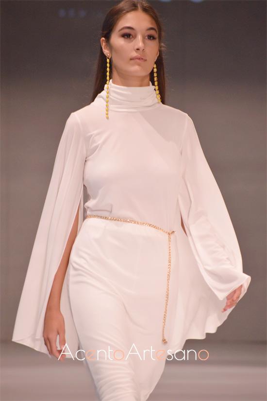 Estilismo en blanco de vestido y pantalón de Castillo en Code 41 Trending