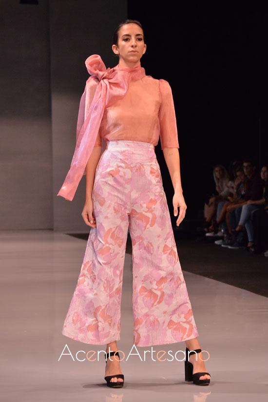 Estilismo en rosa con pantalón de Consuelo García en Code 41 Trending