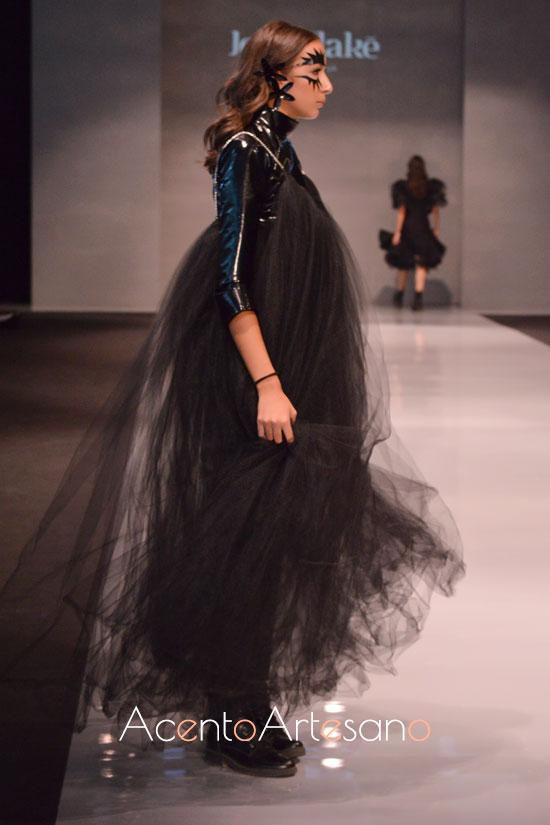 Vestido negro de tul de Joss Blake en Code 41 Trending