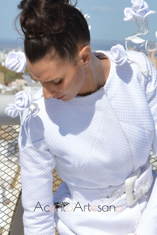 Detalles florales del vestido de novia de Joaquín Dogo