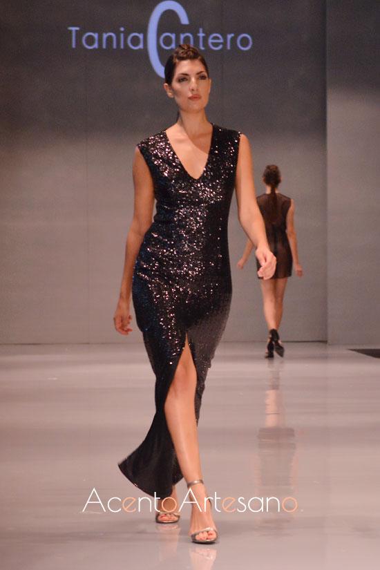 Vestido de fiesta de silueta sirena de lentejuelas negro de Tania Cantero