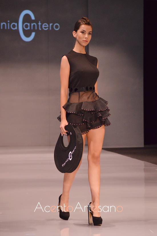 Top y falda corta de volantes de capa de Tania Cantero