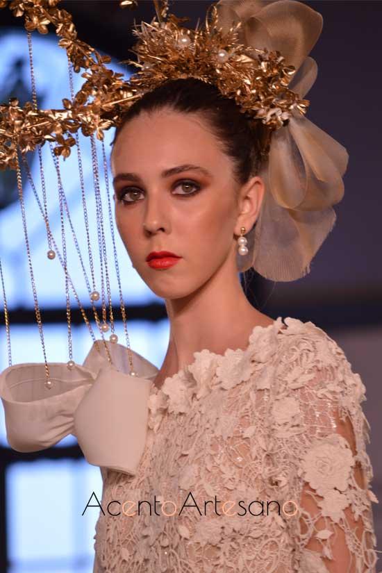 Detalles de los tocados de Francisco de la Torre para la nueva colección de vestidos de novia de Francisco Tamaral
