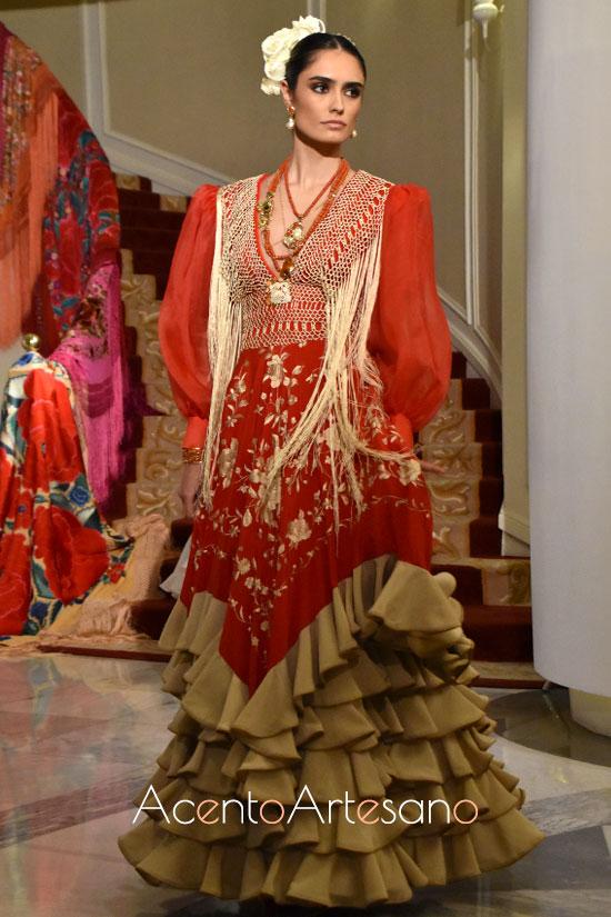 Traje de flamenca de mantón bordado de Foronda