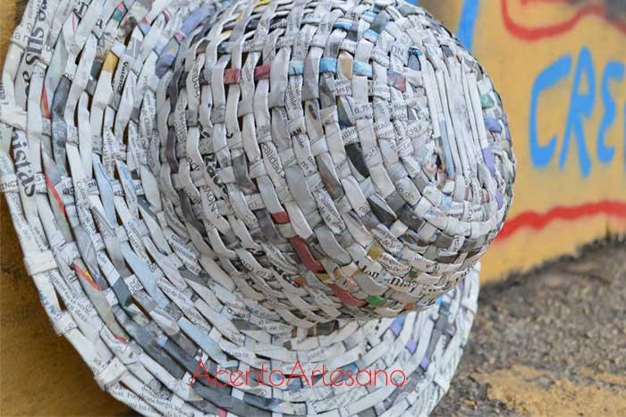 Sombrero de papel de periódico
