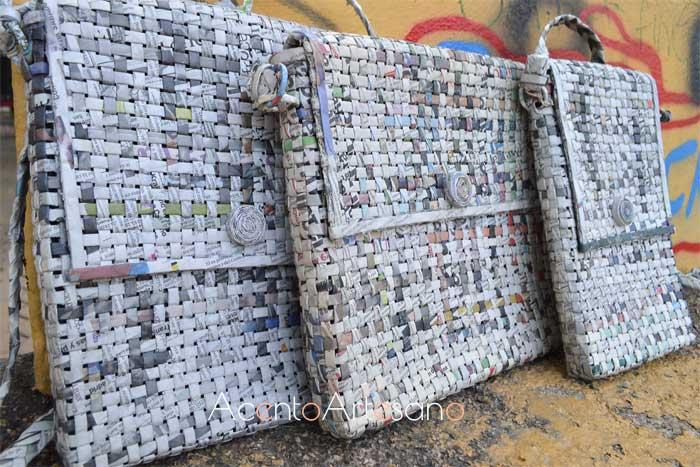 Bolsos bandolera de Manuel Campos realizados en papel de periódico