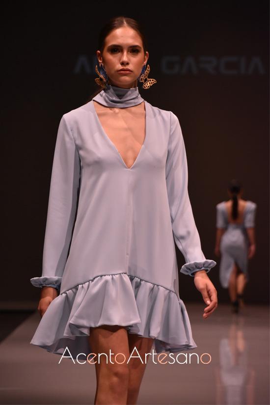 Vestido mini con volantes de Alba García