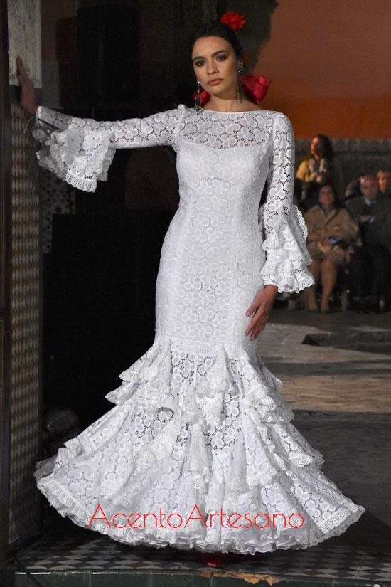 Traje de flamenca blanco de guipur de Lina 1960