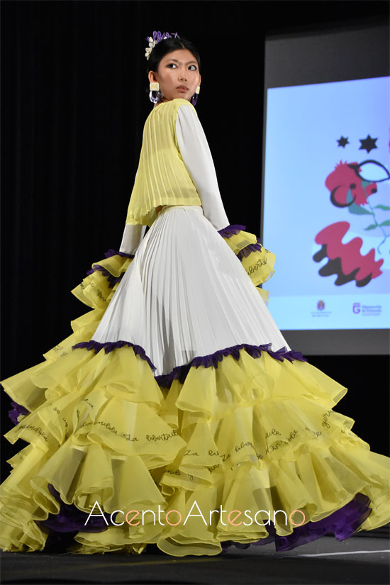 Traje de flamenca plisado de María Zapata ganadora en la tercera edición de la Pasarela Flamenca Granada 2020