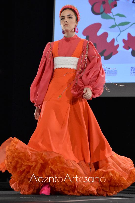 Traje de flamenca naranja de mangas corsario de Rebeca mercado