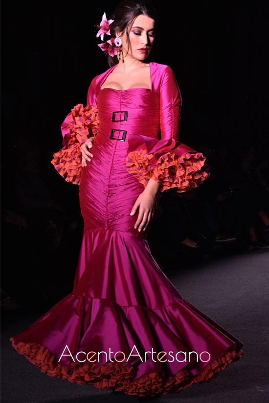 Traje de flamenca buganvilla de enaguas color naranja de Pablo Retamero y Juanjo Bernal