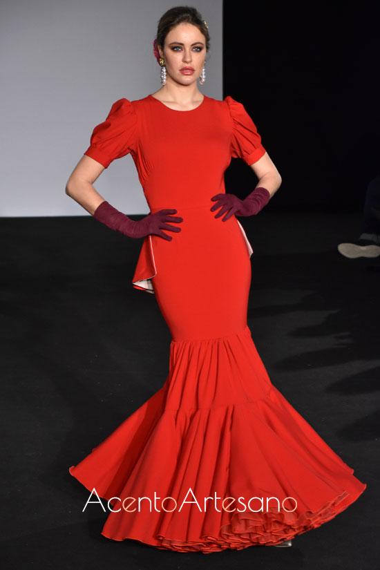 Traje de flamenca rojo con volante peplum de Mg Macías