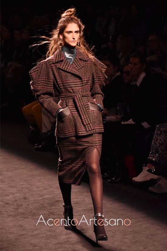 Traje de chaqueta de falta con cuadros madrás de MIguel Marinero