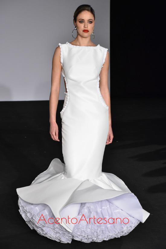 Traje de flamenca blanco sin mangas y espalda al aire de Peca Flamenca