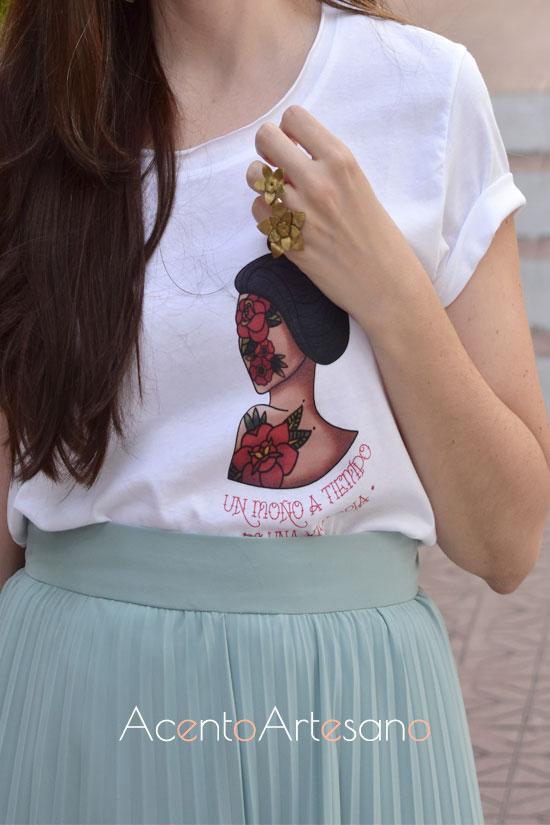 Camiseta de manga corta con ilustración de Drama Tú para falda plisada