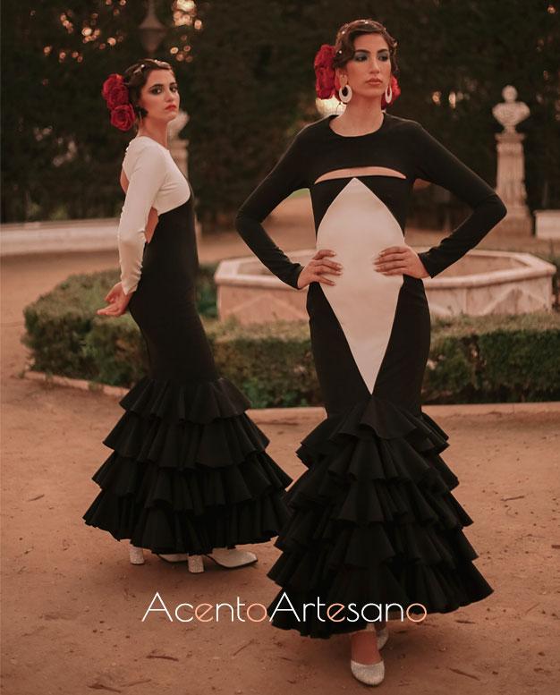 Trajes de flamenca de Aurora Ruíz en negro y blanco