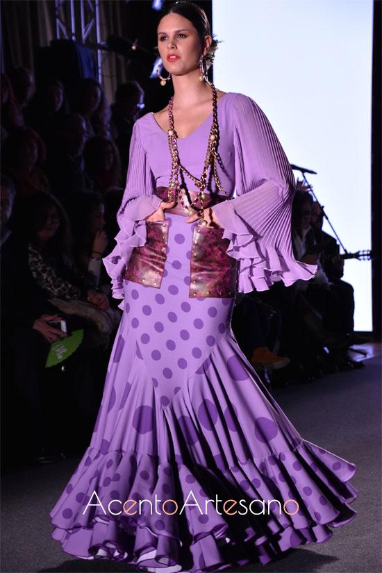 Traje de flamenca de dos piezas en lila con bolsillos y plisado en mangas de El Ajolí