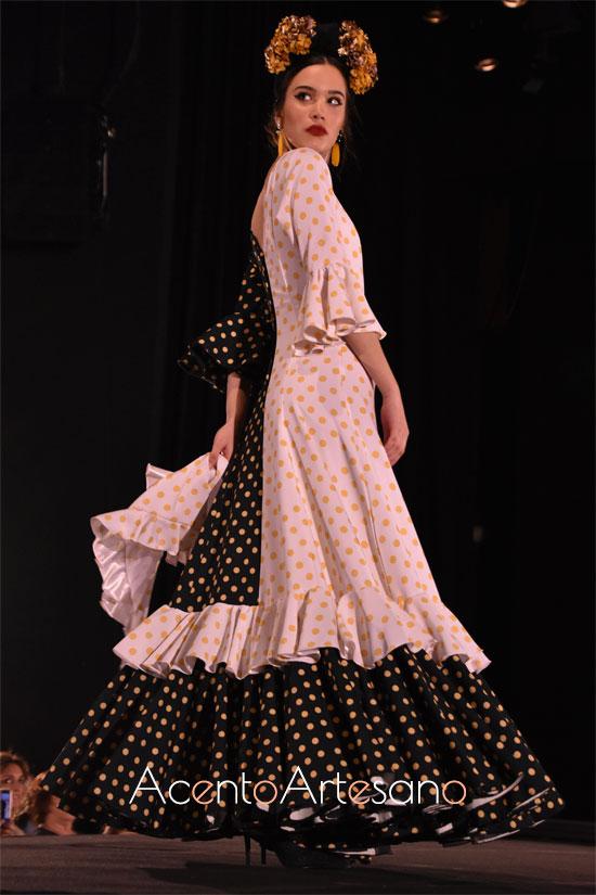 Traje de flamenca con mezcla de tonos en vertical de lunar amarillo